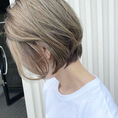 ナチュラル ショート ブリーチカラー ベージュカラー ヘアスタイルや髪型の写真・画像