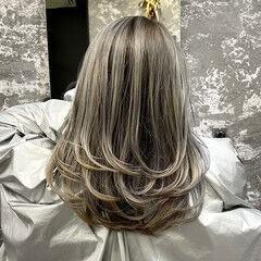 ミディアム レイヤーカット ストリート ホワイトアッシュ ヘアスタイルや髪型の写真・画像