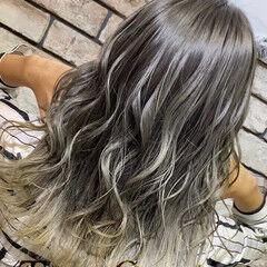 グラデーション ホワイトグラデーション 極細ハイライト セミロング ヘアスタイルや髪型の写真・画像