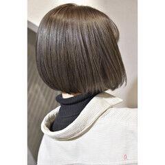 ボブ カーキ グレージュ ショートヘア ヘアスタイルや髪型の写真・画像