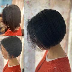 切りっぱなしボブ ショート インナーカラー モード ヘアスタイルや髪型の写真・画像