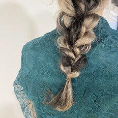ナチュラル みつあみアレンジ インナーカラーシルバー ロング ヘアスタイルや髪型の写真・画像