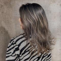 ハイライト セミロング ナチュラル グラデーションカラー ヘアスタイルや髪型の写真・画像