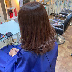 セミロング グラデーションカラー チェリーピンク ナチュラルグラデーション ヘアスタイルや髪型の写真・画像