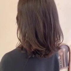 外国人風パーマ コテ巻き風パーマ レイヤーカット ナチュラル ヘアスタイルや髪型の写真・画像