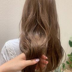 ナチュラル ロング ミルクティーベージュ ミルクティカラー ヘアスタイルや髪型の写真・画像