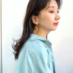 ヘルシー ベージュカラー 透明感カラー セミロング ヘアスタイルや髪型の写真・画像