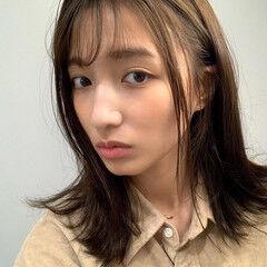 外国人風カラー アッシュグレージュ フェミニン ミディアム ヘアスタイルや髪型の写真・画像