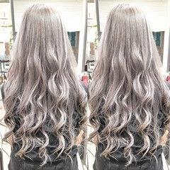 ロング ホワイトシルバー ホワイトブリーチ ホワイトアッシュ ヘアスタイルや髪型の写真・画像