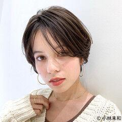 外国人風カラー 耳かけ ショート ナチュラル ヘアスタイルや髪型の写真・画像