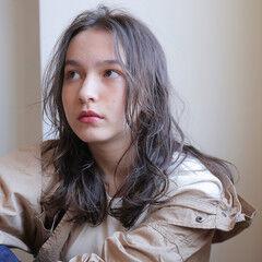 パーマ ゆるふわパーマ ミディ ナチュラル ヘアスタイルや髪型の写真・画像