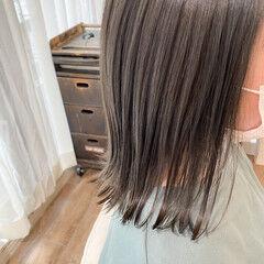 ヌーディベージュ ミディアム ベージュ アッシュベージュ ヘアスタイルや髪型の写真・画像