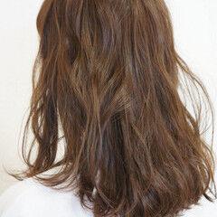 アッシュベージュ ウェーブ リラクシー 春 ヘアスタイルや髪型の写真・画像