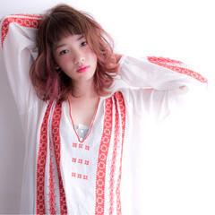 グラデーションカラー ミディアム パーマ パンク ヘアスタイルや髪型の写真・画像