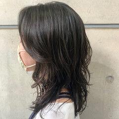 ミディアム 鎖骨ミディアム ウルフパーマ コテ巻き風パーマ ヘアスタイルや髪型の写真・画像