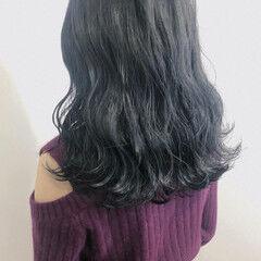 ダークカラー 透け感ヘア ロング ブルーブラック ヘアスタイルや髪型の写真・画像