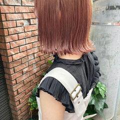 ピンクベージュ ガーリー 外ハネ ピンクアッシュ ヘアスタイルや髪型の写真・画像