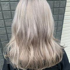 ホワイトカラー ホワイトグレージュ ホワイトベージュ ストリート ヘアスタイルや髪型の写真・画像