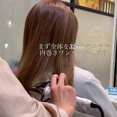 セミロング フェミニン レイヤーカット ワンカールスタイリング ヘアスタイルや髪型の写真・画像