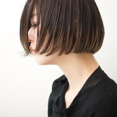 ぱっつん 切りっぱなしボブ ショートボブ ナチュラル ヘアスタイルや髪型の写真・画像