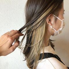 ストリート インナーカラー ミルクティーグレージュ セミロング ヘアスタイルや髪型の写真・画像