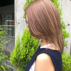 ベージュカラー モード ミディアム ブリーチカラー ヘアスタイルや髪型の写真・画像