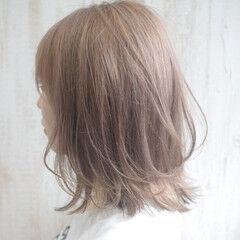 ミルクティーベージュ ハイトーンカラー ミルクティーグレージュ ブラウンベージュ ヘアスタイルや髪型の写真・画像