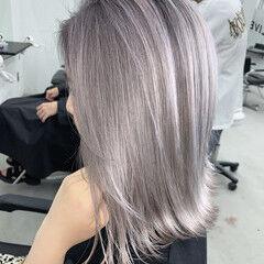 ミニボブ グレーアッシュ シルバーアッシュ バレイヤージュ ヘアスタイルや髪型の写真・画像