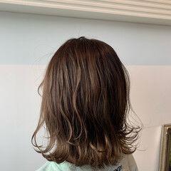 ミルクティーベージュ シアーベージュ ミディアム ナチュラル ヘアスタイルや髪型の写真・画像