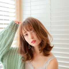 ヘアカラー ミディアムレイヤー フェミニン ミディアム ヘアスタイルや髪型の写真・画像