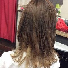 ミディアム ナチュラルベージュ インナーカラー ナチュラルブラウンカラー ヘアスタイルや髪型の写真・画像