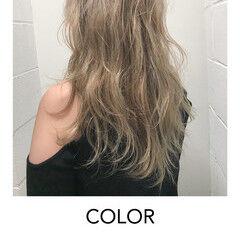 ハイトーンカラー セミロング ブリーチオンカラー ブロンドカラー ヘアスタイルや髪型の写真・画像