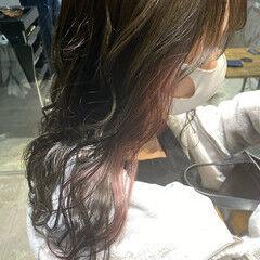 インナーカラー ショコラブラウン ロング シルバーアッシュ ヘアスタイルや髪型の写真・画像