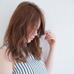 セミロング チークライン 夏 大人女子 ヘアスタイルや髪型の写真・画像
