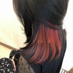 インナーカラーレッド インナーカラー チェリーレッド セミロング ヘアスタイルや髪型の写真・画像