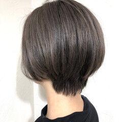 シルバーグレイ シルバー ダークアッシュ モード ヘアスタイルや髪型の写真・画像