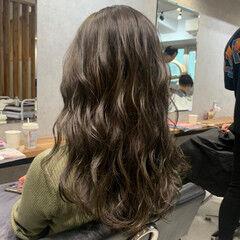 カーキ オリーブベージュ カーキアッシュ コンサバ ヘアスタイルや髪型の写真・画像