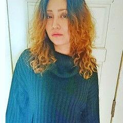 モード グラデーションカラー 外国人風 スパイラルパーマ ヘアスタイルや髪型の写真・画像