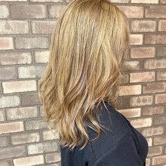 ブリーチ必須 セミロング イルミナカラー ミルクティーベージュ ヘアスタイルや髪型の写真・画像