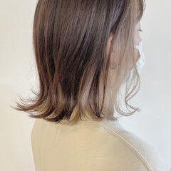 インナーカラーシルバー ブリーチ必須 ホワイトカラー ボブ ヘアスタイルや髪型の写真・画像