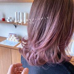 波ウェーブ バレイヤージュ 透明感カラー ピンクベージュ ヘアスタイルや髪型の写真・画像