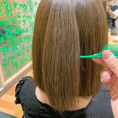 オリーブカラー ボブ 艶カラー オリーブアッシュ ヘアスタイルや髪型の写真・画像