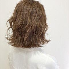 ボブ ミルクティーベージュ ブリーチカラー 切りっぱなしボブ ヘアスタイルや髪型の写真・画像