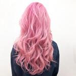 派手髪 ハイトーンカラー ウルフカット ピンク