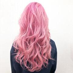派手髪 ハイトーンカラー ウルフカット ピンク ヘアスタイルや髪型の写真・画像