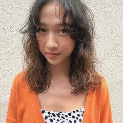パーマ セミロング 前髪パーマ ゆるふわパーマ ヘアスタイルや髪型の写真・画像