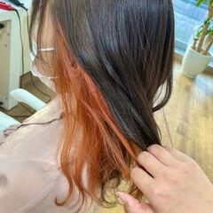 インナーカラー コテ巻き ロング ナチュラル ヘアスタイルや髪型の写真・画像