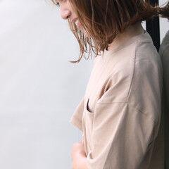 ナチュラル ヘアスタイル ミディアム 外ハネ ヘアスタイルや髪型の写真・画像