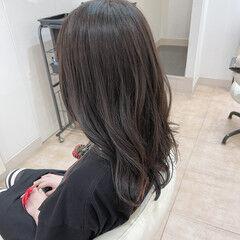 アッシュ グレー ナチュラル ロング ヘアスタイルや髪型の写真・画像