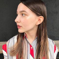 インナーカラー 透明感 ロング インナーカラーグレージュ ヘアスタイルや髪型の写真・画像